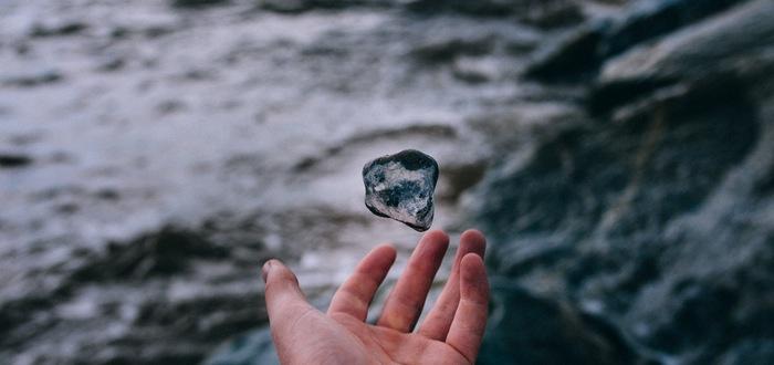 sentimientos negativos piedra