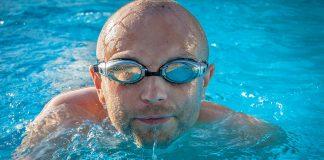 El típico olor a piscina podría no ser demasiado bueno para tu salud