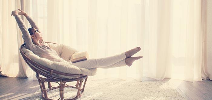 mujer, casa, relax, terapia del silencio