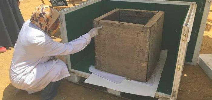 Una caja de 4000 años y un nombre de mujer en jeroglífico. ¿Qué había en ella?