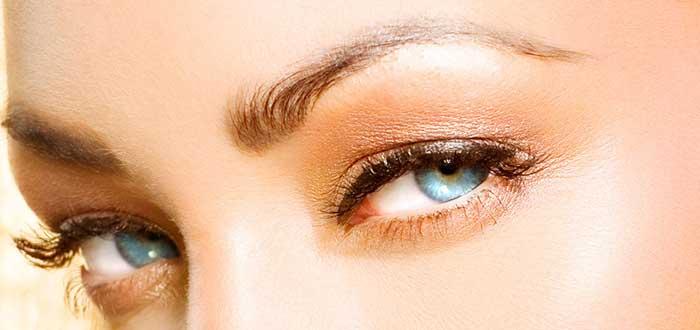 cambiar de color de ojos, maquillaje, ojos azules