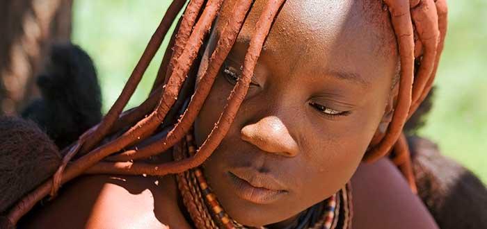 mujer himba, tribus del mundo asombrosas