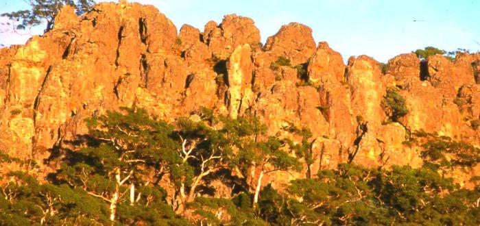 El Misterio de Hanging Rock: una excursión escolar que terminó con desapariciones sin resolver