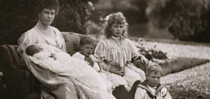 La vida secreta de John, el pequeño príncipe inglés