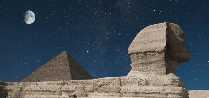 pirámide, esfinge, estrellas