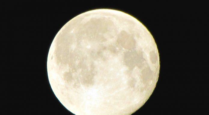 ¡Detectan agua en la Luna! - Supaercurioso