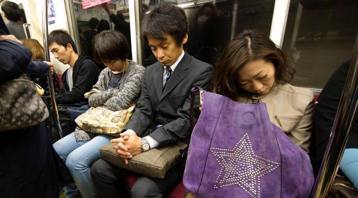 Inemuri, la peculiar forma de descansar de los japoneses