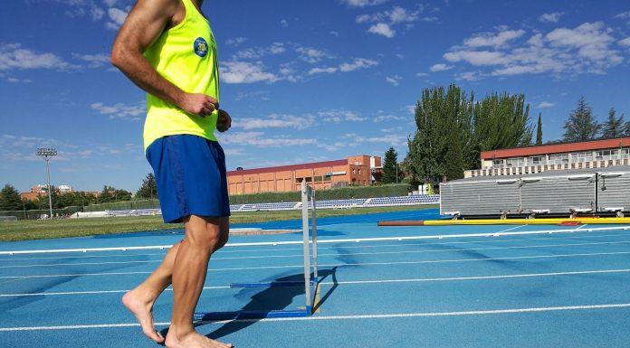 Correr descalzo, una antigua tradición indígena que sigue presente