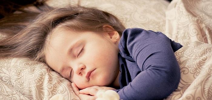 Dormir con una manta pesada puede reducir tu ansiedad