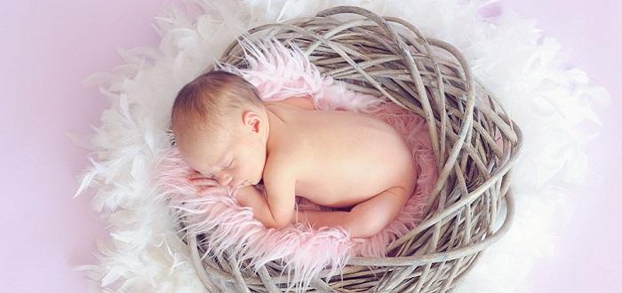 Por qué las heces de bebé huelen tan fuerte