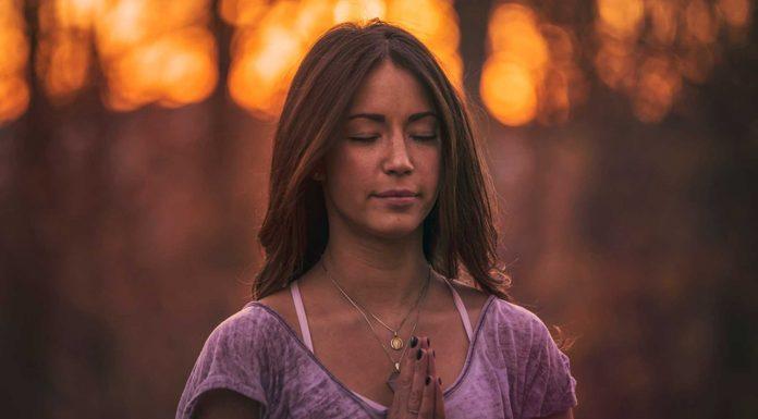 ¿Por qué la gente cierra los ojos para rezar?