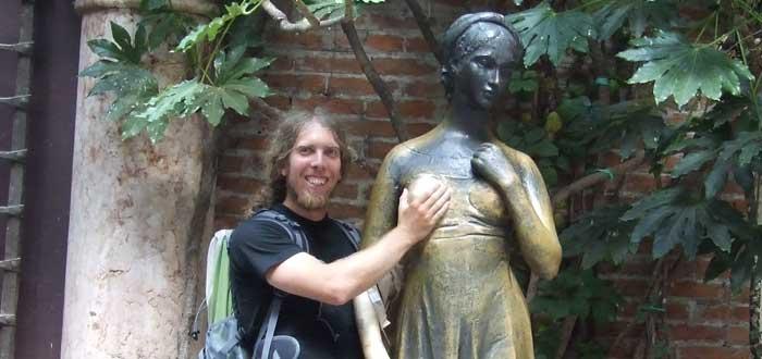 5 Estatuas del mundo que la gente toca donde no debe