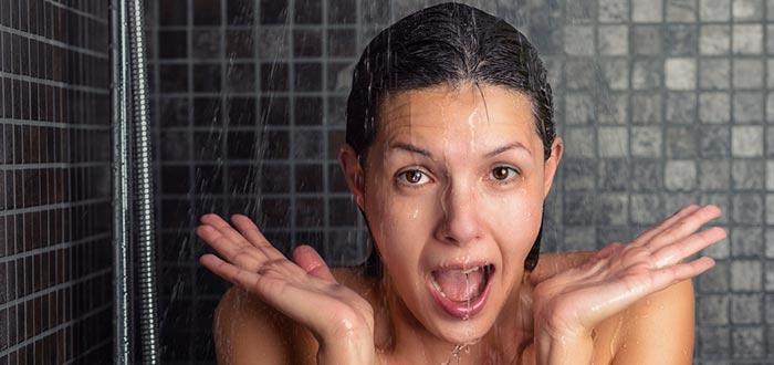 hábitos en el gimnasio, ducharse