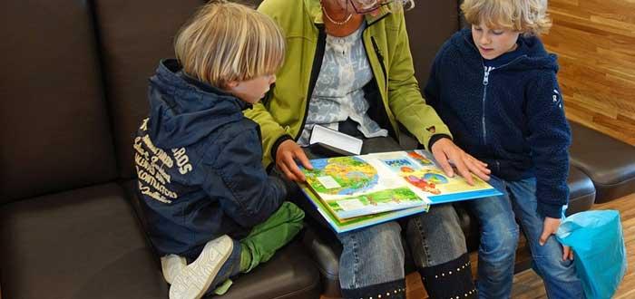 """Leer cuentos con tus hijos pequeños """"acelera"""" su cerebro. ¡Comprobado!"""