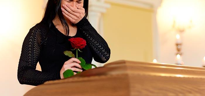 Estas personas asistieron a sus propios funerales