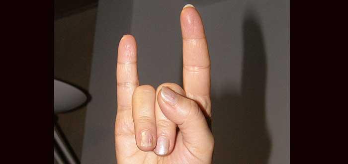 5 Significados diferentes del signo de los cuernos, ¿los conocías?