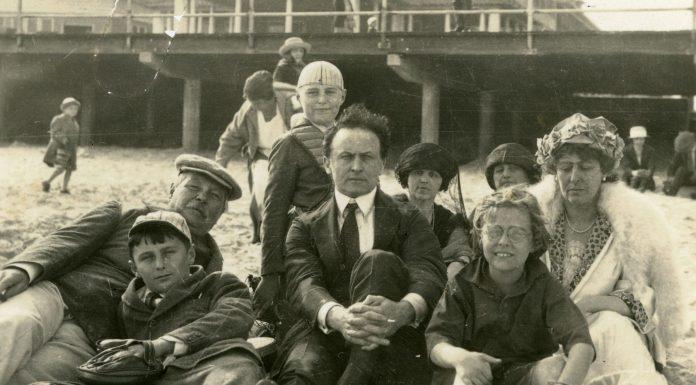 Aunque pareciera que fueron polos opuestos, Harry Houdini y Sir Arthur Conan Doyle encontraron suficiente en común para cultivar una extraordinaria amistad.