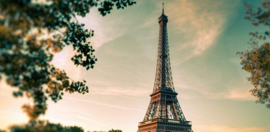 ¿Por qué es ilegal tomar fotos de la Torre Eiffel de noche?