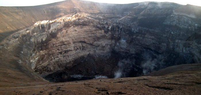 ¿Sabes cuál es el volcán más frío del mundo? ¡Su lava es negra!