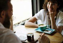 Por qué necesitamos romper el contacto visual cuando conversamos
