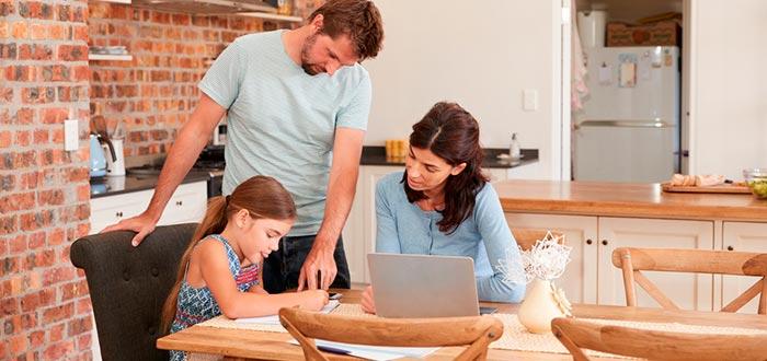 curiosidades de la vida, familia apoyando