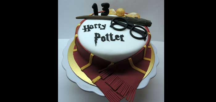 El cumpleaños de Harry Potter. ¿Cuándo era? Celebra el tuyo como él, pastel de Harry Potter