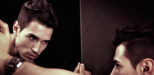 7 brutales INDICADORES de que tu pareja es un narcisista