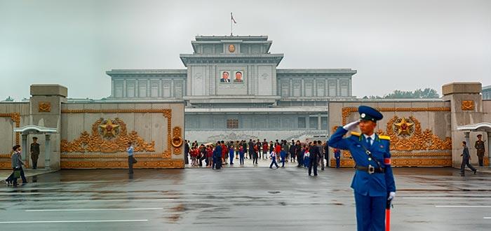 Curiosidades de Corea del Norte, Palacio del Sol de Kumsusan
