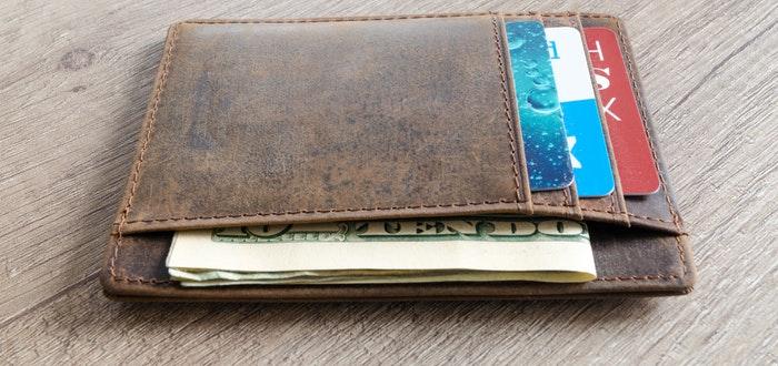 objetos que pararon balas, billetera, cartera