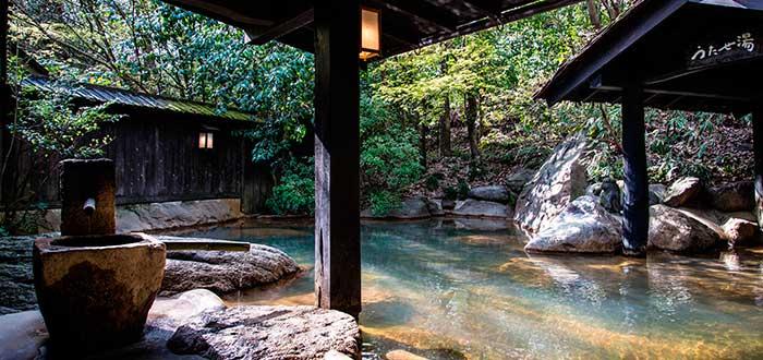 Baño japonés onsen en japón