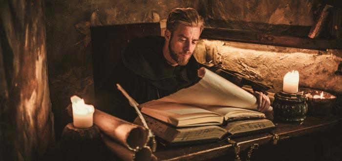 Heptameron, joven escribiendo en libro antiguo