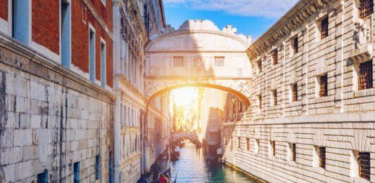 Historia del Puente de los Suspiros, Y algunas curiosidades