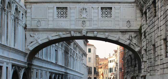 El Puente de los Suspiros | 10 Curiosidades que desconocías