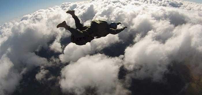 Sobrevivió a una caída de 4000 metros | Conoce su extraordinario caso