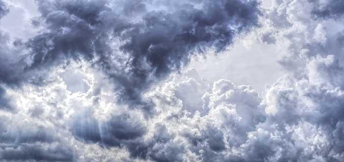 ¿Por qué no morimos aplastados por el peso de la atmósfera?