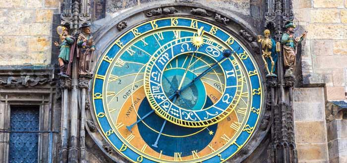 La Leyenda del Reloj Astronómico de Praga | 10 curiosidades sobre él