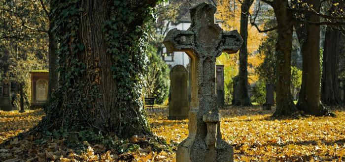 Tumbas Famosas cruz
