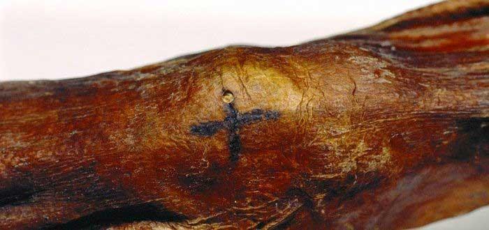 Descubre lo que han revelado los tatuajes de Ötzi, el hombre de los hielos