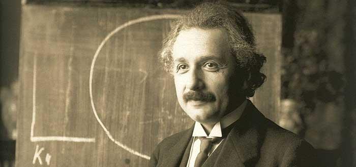 Quién fue Albert Einstein | Vida, Aportaciones y Curiosidades