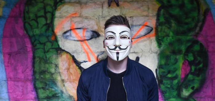 Qué se celebra el 5 de noviembre máscara