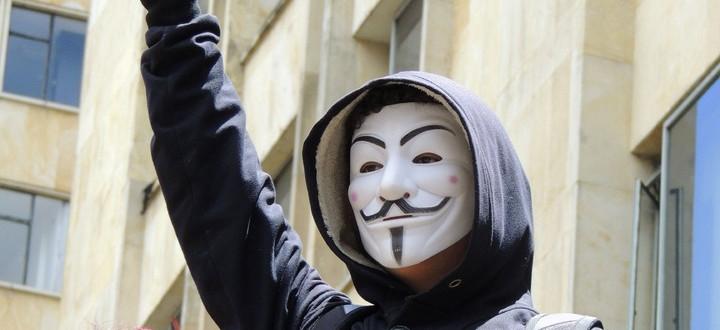 Máscara Anonymous capucha