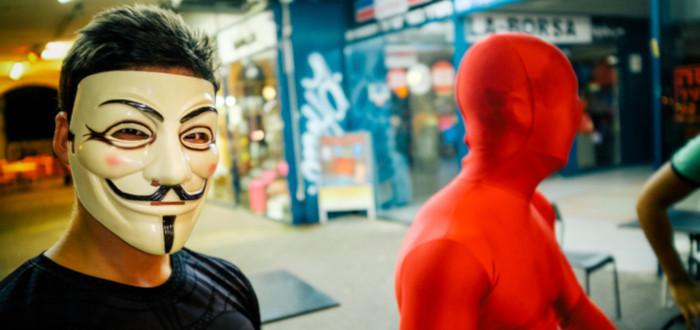 Máscara Anonymous rojo