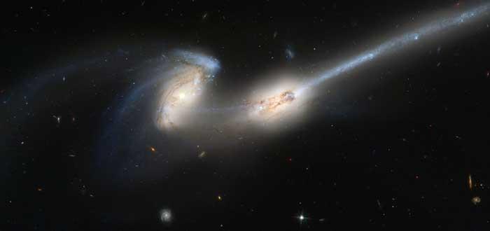 Canibalismo Galáctico | Galaxias engullendo a sus vecinas. ¡Impactante!