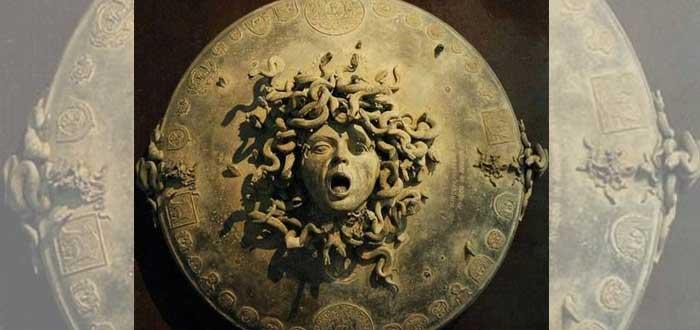 La Égida | 10 Curiosidades de este elemento mitológico de invulnerabilidad