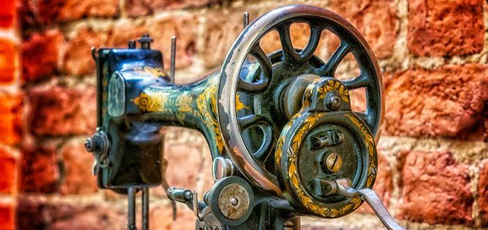 ¿Cómo Singer mejoró la máquina de coser en pleno auge industrial? 2