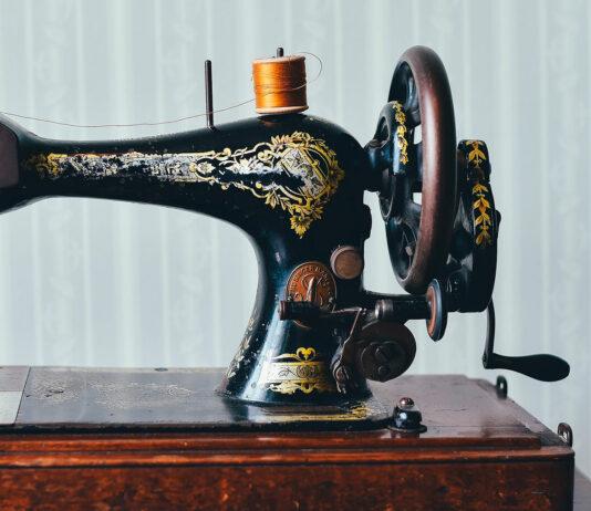 ¿Cómo Singer mejoró la máquina de coser en pleno auge industrial?