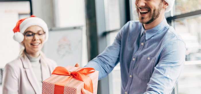 Cómo celebrar la Navidad en la oficina. 1