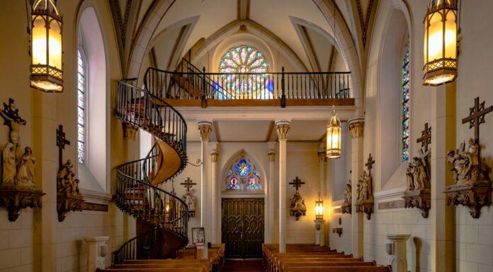 La Escalera de Santa Fe, Milagro arquitectónico u obra idílica
