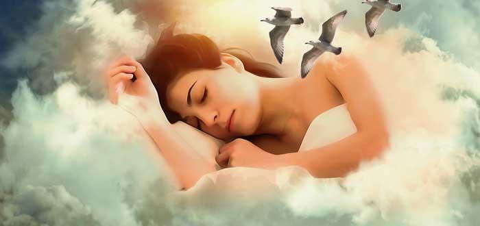 Dormir de lado, ¿frena las enfermedades neurológicas? ¡Descúbrelo!