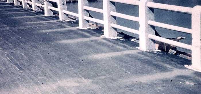 sombra en el puente